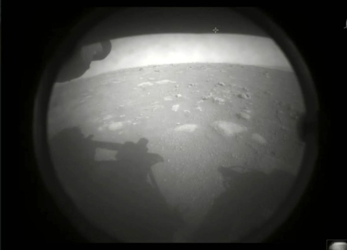 'Azim' Mars'a indi, canlı yayını 1.5 milyon kişi takip etti! Geçmiş yaşam izlerini araştıracak