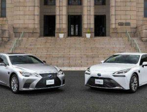 Yeni Lexus LS ve Mirai kendi kendine şerit değiştirecek