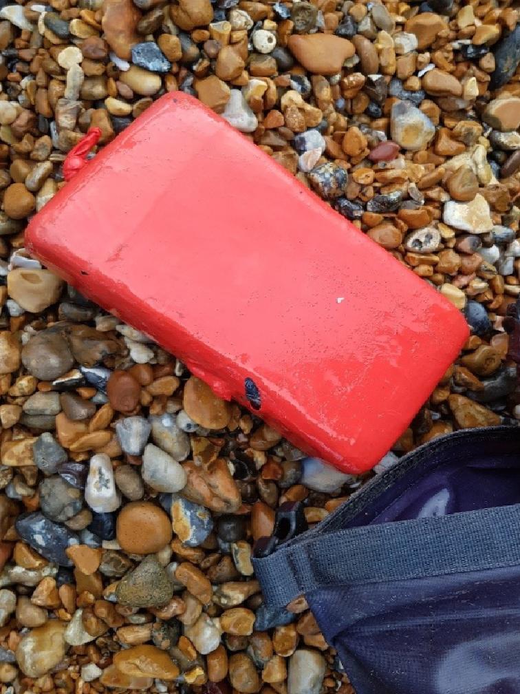ingilterede sahilde can yeleklerine baglanmis 960 kilo kokain bulundu 1 3f1d1cy4