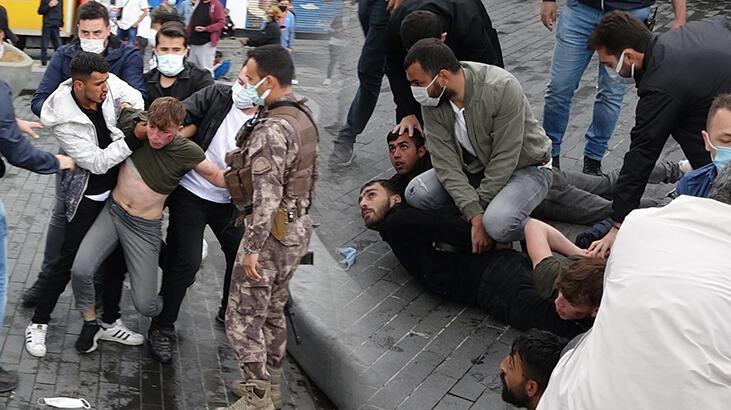 Taksim Meydanı'nda kemerli kavga! Özel harekat devreye girdi