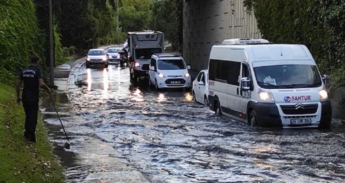 Anayasa Mahkemesi, yoldaki su birikintisi nedeniyle kaza yapanlara manevi tazminat verilmemesini hak ihlali saydı