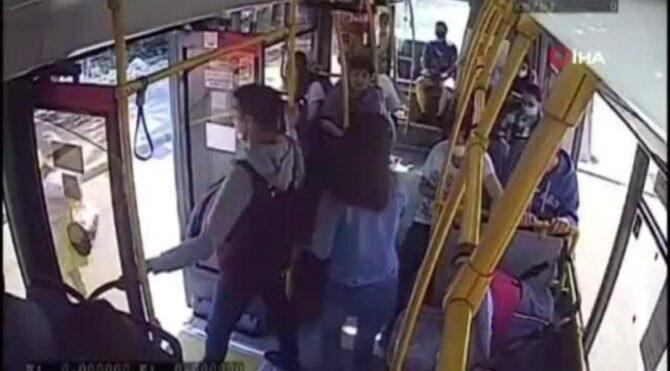 Bebeğin bacağı otobüsün kapısına sıkıştı