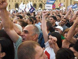 Ermenistan'da gergin seçim