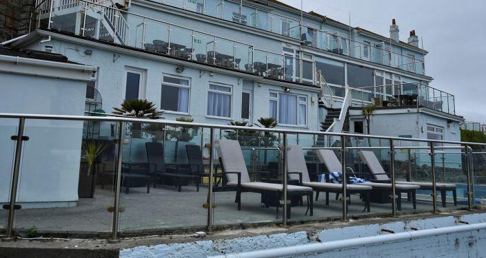 G7 Zirvesi'nde görevli güvenlik ekipleri ve gazetecilerin kaldığı otel Kovid-19 vakaları nedeniyle kapatıldı